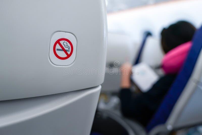 Non-fumeurs connectez-vous le siège plat image libre de droits