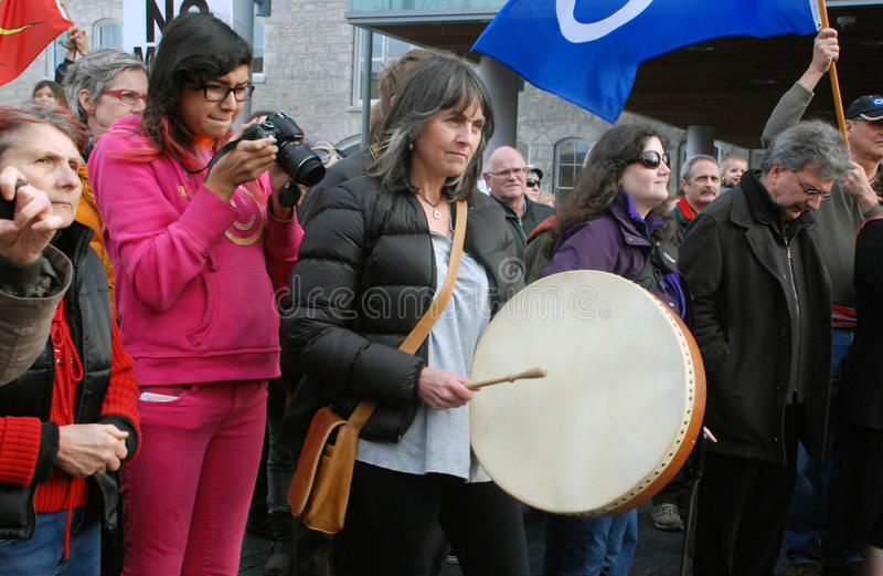 NON GIRI AL MINIMO NON DI PIÙ - il guelfo, protesta di Ontario fotografia stock libera da diritti