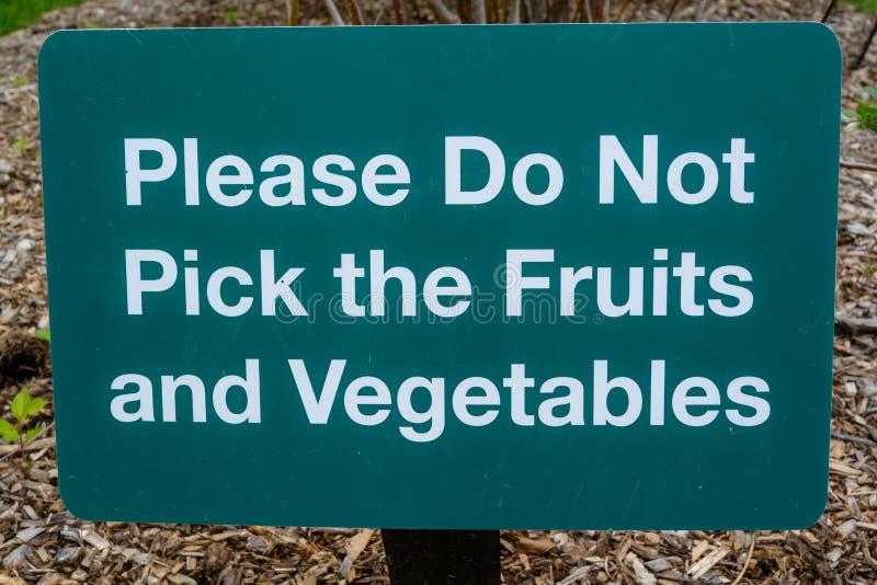 Non selezioni prego la frutta e le verdure immagine stock