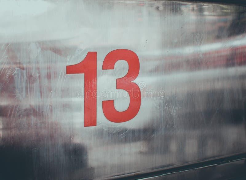 Non 13 sur le fond en métal images libres de droits