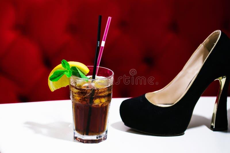 Nonalcoholic coctail med skon royaltyfri fotografi