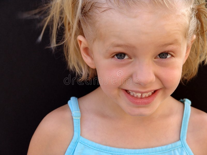 Download 笑 库存图片. 图片 包括有 极大, 子项, 孩子, 关闭, 幸福, 女孩, 空白, 相当, 安慰, 舒适, 表面 - 179903