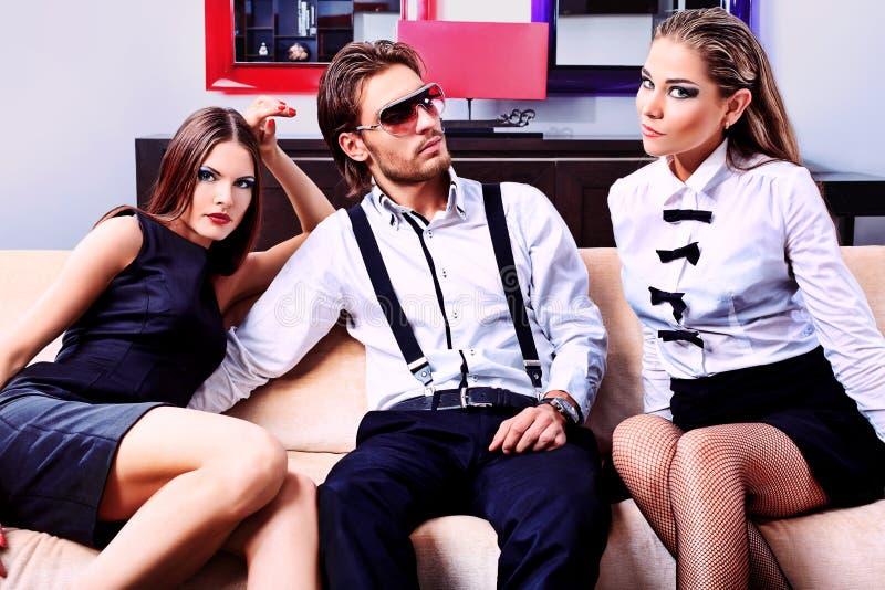 Download 三 库存照片. 图片 包括有 富有, 男朋友, 魅力, 英俊, 别致, 任何地方, 家具, 白种人, 女孩 - 22355900