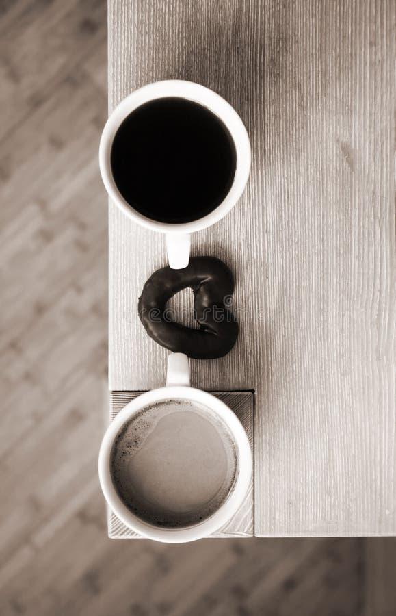 Download 爱 库存图片. 图片 包括有 夫妇, 背包, 小组, 配合, 热奶咖啡, 设计, 杯子, 咖啡, 详细资料 - 30329091