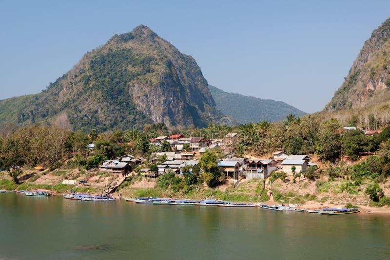 Nong Khiao an Fluss Nam Ou in Laos lizenzfreie stockfotografie