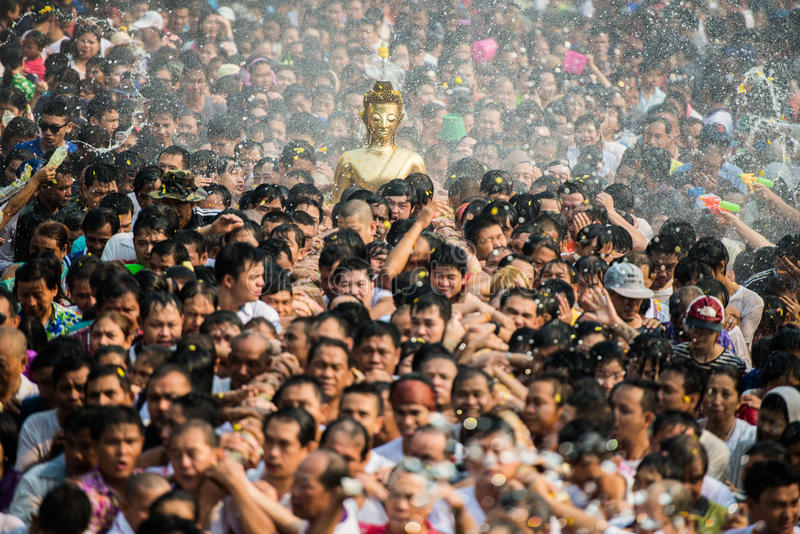 NONGKHAI TAJLANDIA KWIECIEŃ 13: Songkran festiwal obrazy royalty free