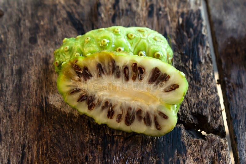 Noni frukt arkivbilder