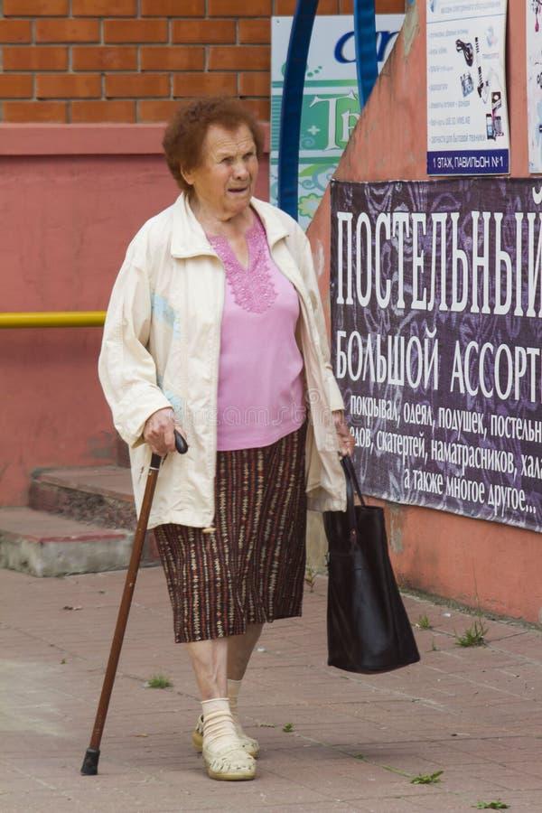 Nonna con un bastone fotografie stock libere da diritti