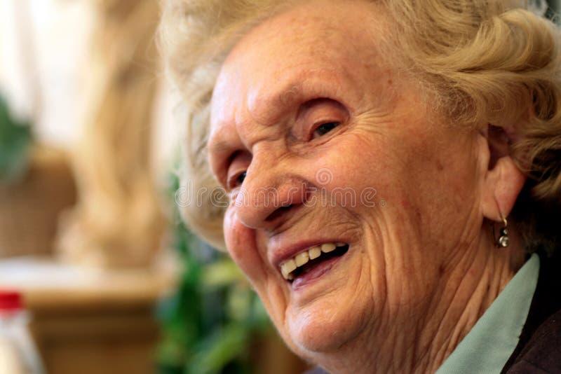 Nonna di risata immagine stock