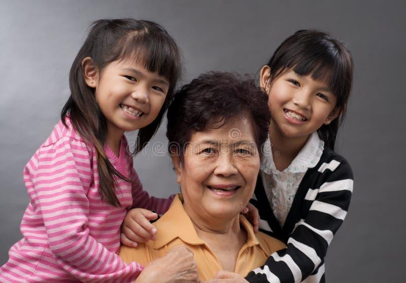 Nonna e nipoti immagini stock