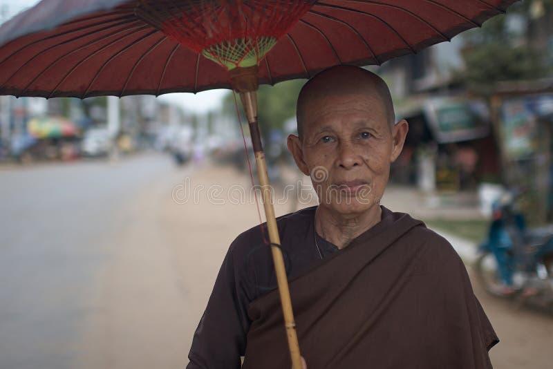 Nonne birmanne. photo libre de droits