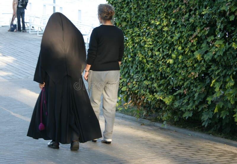 Nonne Und Freund Stockfoto