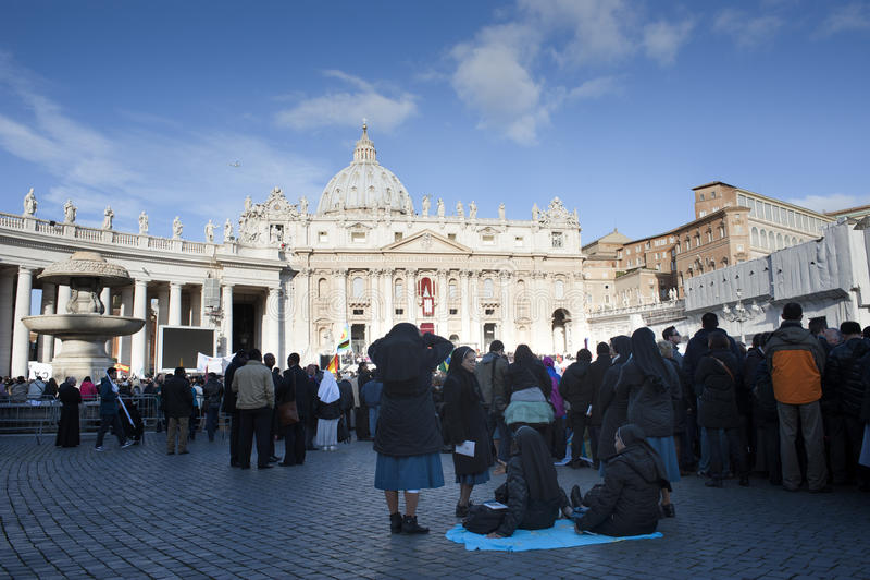 Nonnen an Masse Papstes Francis stockfotografie