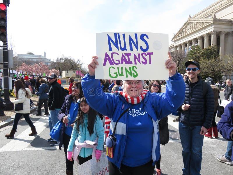 Nonnen tegen Kanonnen stock foto's