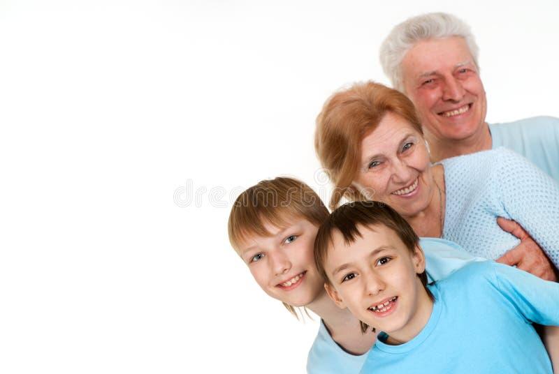 Nonni caucasici con i nipoti imbrogliati immagini stock