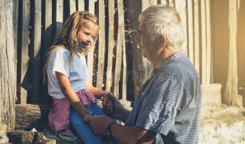 Nonno, amo le nostre conversazioni ed il tempo passato con voi immagine stock libera da diritti
