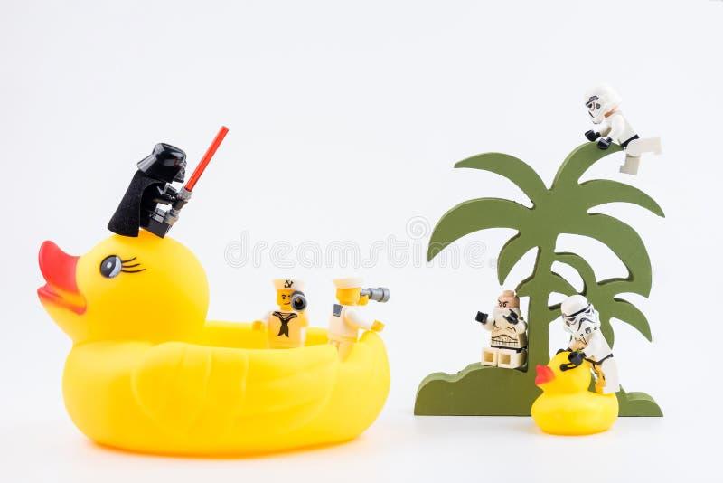 Nonthabure, Thailand - Mei, 17, 2017: De passagier van de Legozeeman yel royalty-vrije stock fotografie