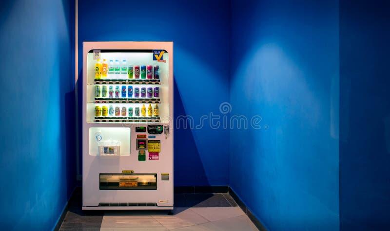 NONTHABURI,泰国- 10月08 :日本自动售货机与 免版税库存照片