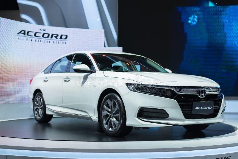 NONTHABURI, ΤΑΪΛΑΝΔΗΣ - 4,2019 ΜΑΡΤΙΟΥ: Όλο το νέο άσπρο χρώμα αυτοκινήτων συμφωνιών στους θαλάμους στη ΔΙΕΘΝΗ ΈΚΘΕΣΗ ΑΥΤΟΚΙΝΉΤΟΥ στοκ φωτογραφίες