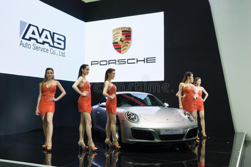 NONTHABURI - 23 DE MARZO: Nuevo Porsche 911 Carrera S en la exhibición en T fotos de archivo libres de regalías