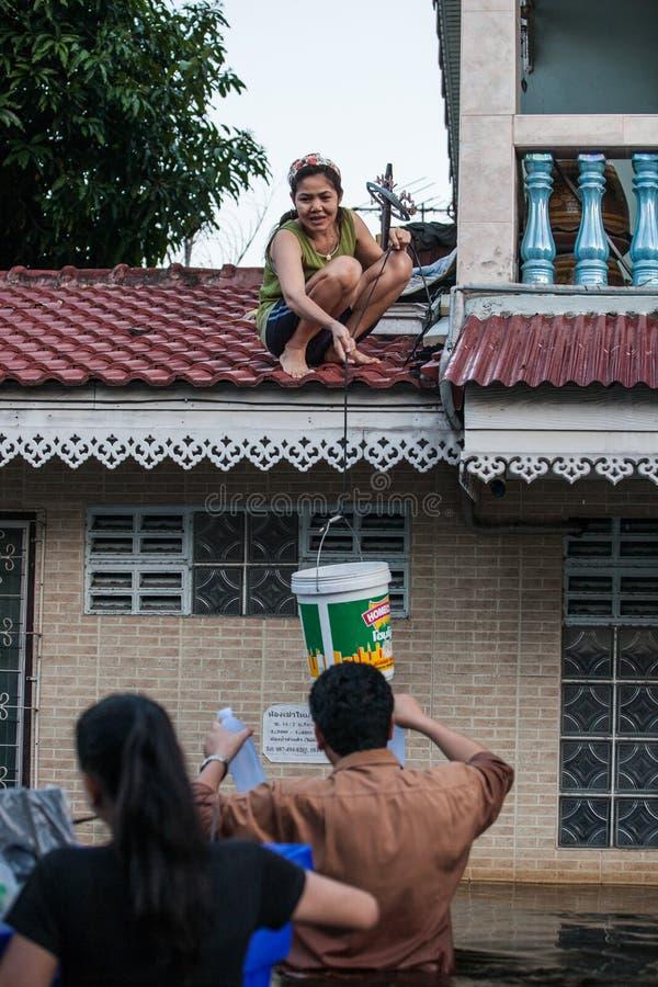 Nonthaburi flod i den Thailand 2011-The livsstilen av folk i mas arkivbild