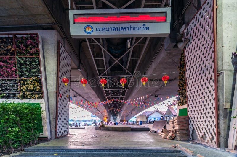 Nonthaburi, kwiecień 10, 2016: teren publiczny przy nadbrzeżem rzeki obraz royalty free