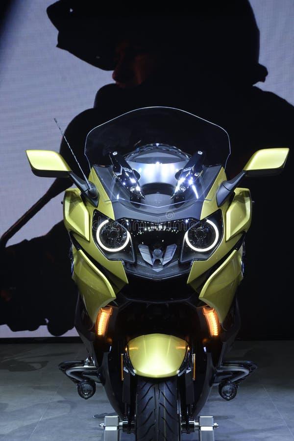 Nonthaburi, TAILÂNDIA - 6 de abril de 2018: BMW K B 1600 é a motocicleta para sua viagem No conceito: Tome um cruzeiro do relaxam imagem de stock