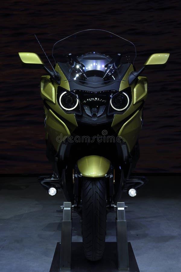 Nonthaburi, TAILÂNDIA - 6 de abril de 2018: BMW K B 1600 é a motocicleta para sua viagem No conceito: Tome um cruzeiro do relaxam fotos de stock royalty free