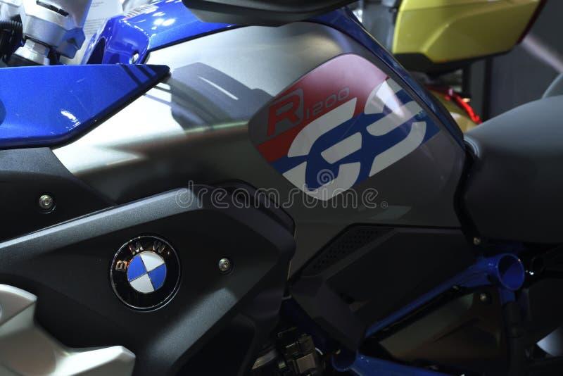 Nonthaburi, TAILÂNDIA - 6 de abril de 2018: O modelo de BMW R 1200 GS vai um melhor: ambos em termos de visitar a conformidade e  fotos de stock