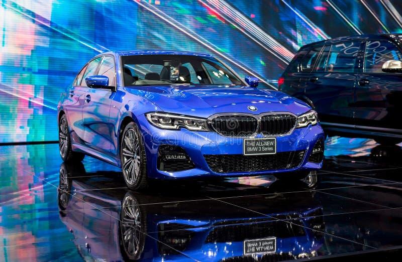 NONTHABURI, TAILÂNDIA - MARÇO 4,2019: BMW novo 3 séries da cor azul do carro na cabine na EXPOSIÇÃO AUTOMÓVEL INTERNACIONAL 2019  fotografia de stock royalty free