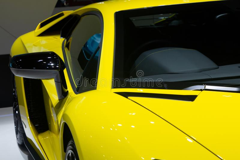 Nonthaburi, Tha?lande - 6 d?cembre 2018 : Voitures de sport superbes jaunes de Lamborghini Aventador dans l'expo de moteur photo libre de droits