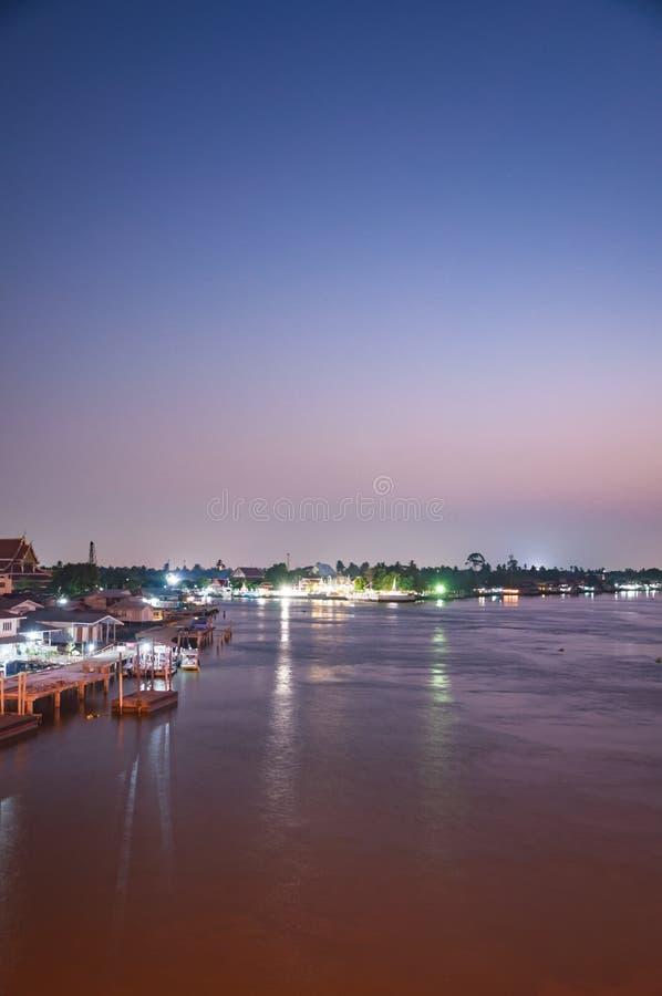 Nonthaburi, THAILAND - April 10: 2016 De zonsondergangtijd Pakkret is a stock afbeeldingen