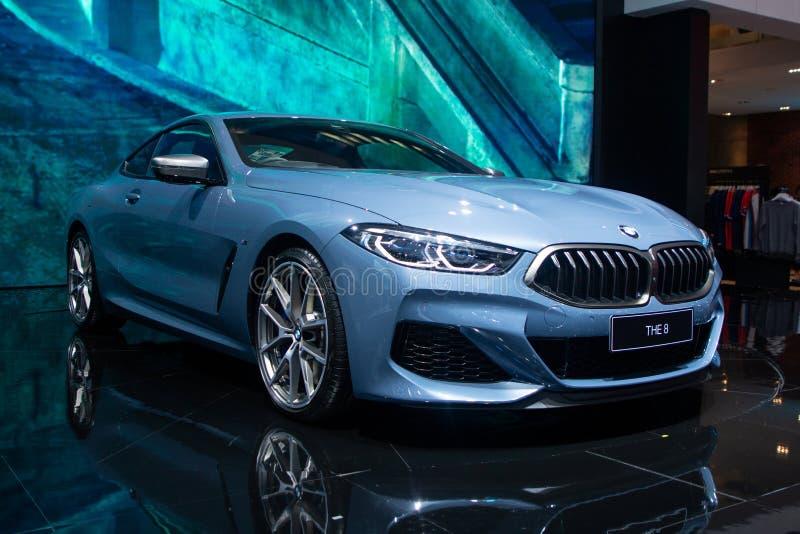Nonthaburi, Thailand - 6 Dec, 2018: BMW de blauwe kleur van de 8 Reeksencoup? in motor Expo stock fotografie