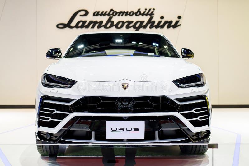 NONTHABURI THAILAND - MARS 4,2019: Lamborghini Urus för främre sikt vit färg på bås på Thailand BANGKOK DEN INTERNATIONELLA MOTOR royaltyfri fotografi