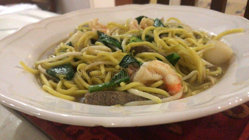 Noodlar med fisk och skaldjur royaltyfria foton