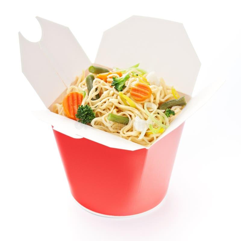 noodles κιβωτίων παίρνουν έξω τα λαχανικά στοκ εικόνες