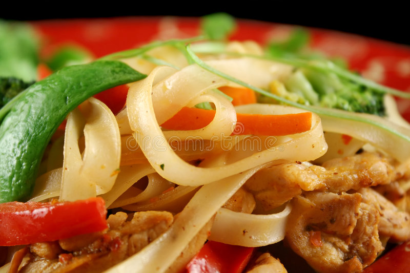 noodles stirfry kurczaka obrazy royalty free