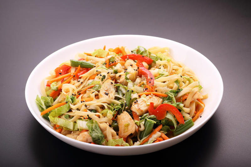 Download Noodles With Vegetables And Chicken Stock Photo - Image: 31474918