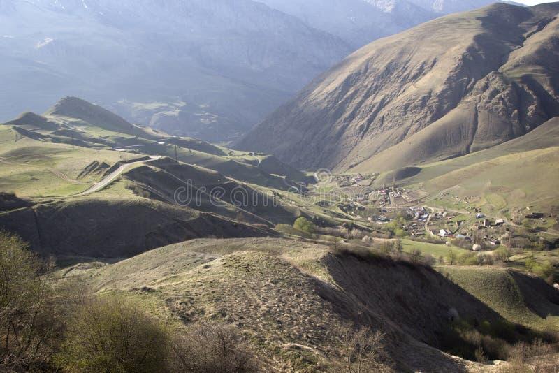Noord-Osseti?, Rusland Het landschap van de berg stock foto's
