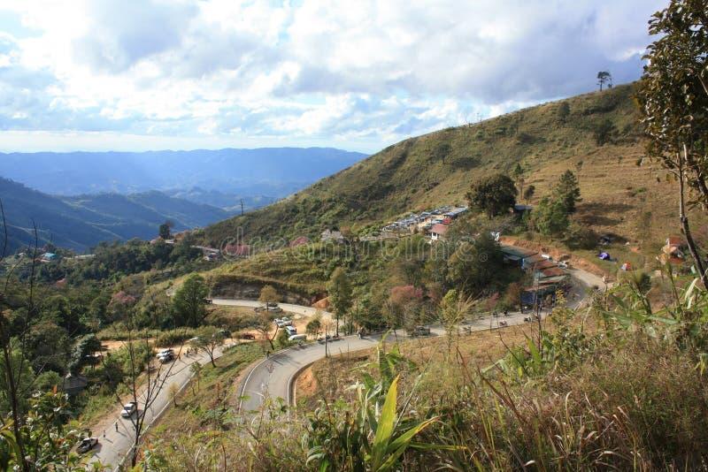 Noord-Thailand, 01 januari, 2009: alle mensen reizen naar de berg voor koud weer en mooie mening stock foto's