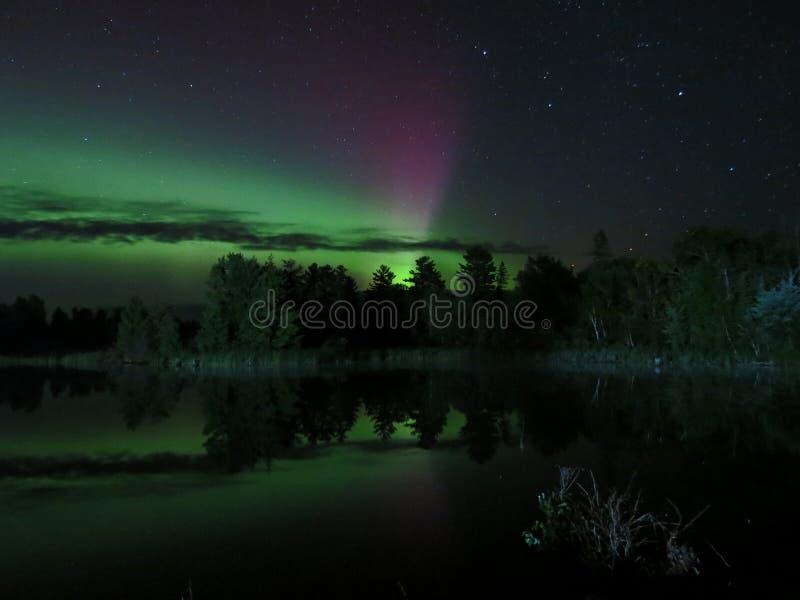 Noordelijke Bezinningen Dans van de Noordelijke Lichten royalty-vrije stock afbeeldingen