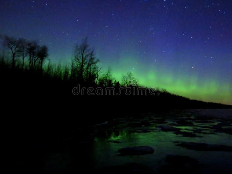 Noordelijke Lichten over Meermeerdere stock foto's