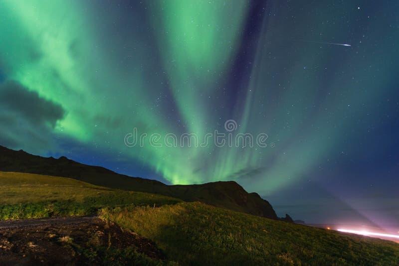 Noordelijke Lichten over Vik, IJsland royalty-vrije stock afbeeldingen