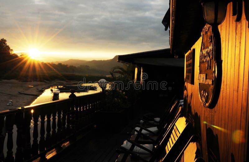 Noorden-Laos: Mekong Cruise bij zonsopgang dichtbij de Stad van Luang Brabang stock fotografie