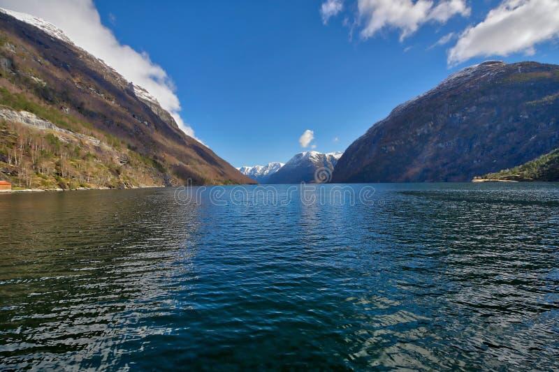Noors fiordlandschap - Storfjorden/Geiranger - Unesco-het gebied van de werelderfenis royalty-vrije stock foto's