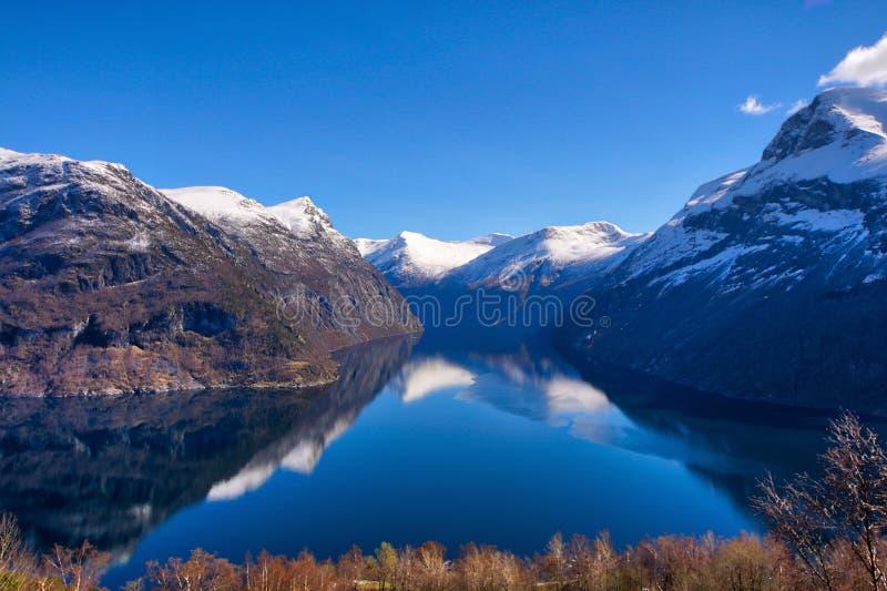 Noors fiordlandschap - Storfjorden/Geiranger - Unesco-het gebied van de werelderfenis royalty-vrije stock afbeeldingen