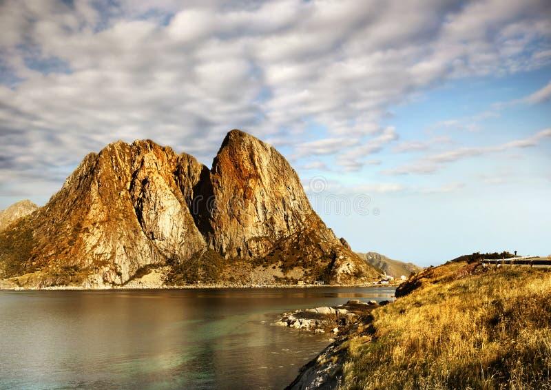 Noorwegen, de Berglandschap van de Aardkust stock afbeeldingen