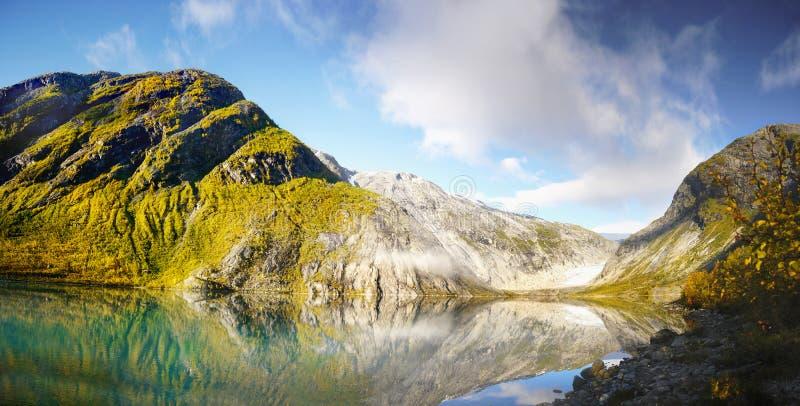 Noorwegen, de Berglandschap van de Aardkust royalty-vrije stock fotografie