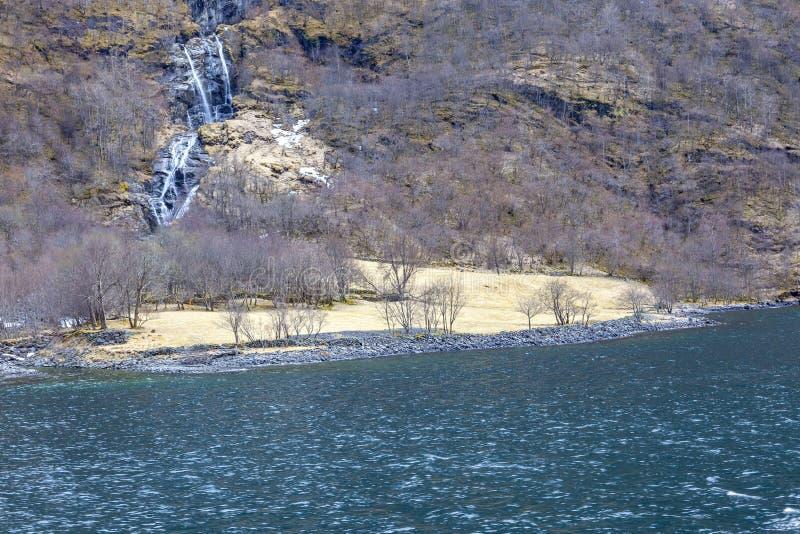 noorwegen Fjord Sognefjord Waterval stock afbeeldingen