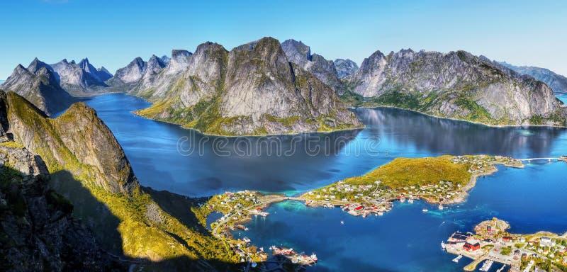 Noorwegen, het Landschap van de de Kustberg van de Aardfjord royalty-vrije stock foto's